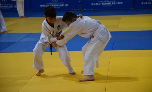 judo%20orhan%20(1)%2009-29-2015