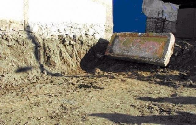 ev-temelinde-bin-900-yillik-lahit-bulundu-7947978_158_m