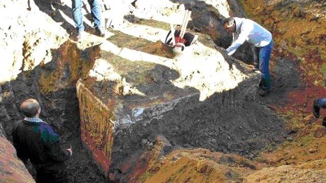 ev-temelinde-bin-900-yillik-lahit-bulundu-7947978_x_o