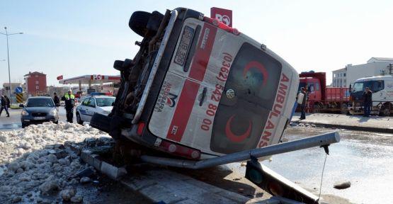 ambulans_otomobille_carpisti_2_yarali_h13489