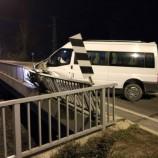 Minibüs Bariyerlere Çarptı: 1 Yaralı….