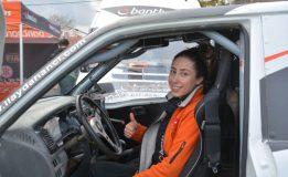 Off-Road Şampiyonası'nda Yarışan Tek Kadın Pilot İlayda Dikkat Çekti