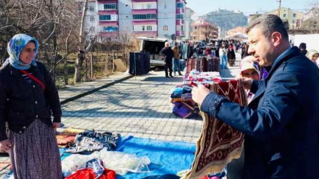 Başkan Çakıcı Elbise Pazarını Gezdi….