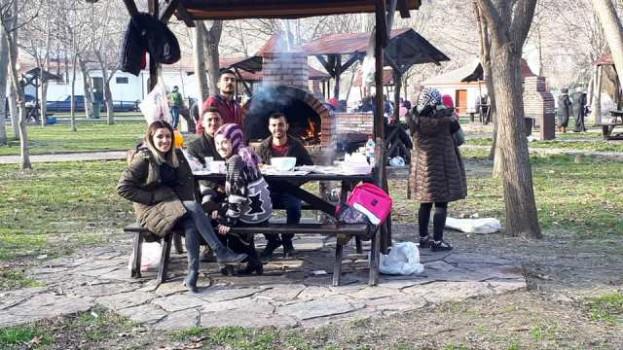 Boyabat'ta Sıcaklık 18 Dereceyi Gördü, Piknik Alanları Doldu…..