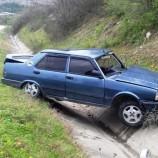 Yoldan Çıkan Otomobil , Şarampole Devrildi , 1 Yaralı…