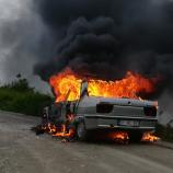 Seyir Halindeki Otomobil Alev Aldı, Sürücü Canını Zor Kurtardı…