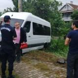 Hareket halindeki minibüsün sol arka lastiği patladı: 3 yaralı…