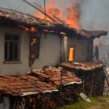 Taşköprü'de Yangın, 5 Ev Kül Oldu…