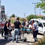 Kamyonet Motosiklete Çarptı: 1 yaralı..