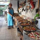 İsveç'ten Gelip Köyünde Pizzacı Açtı, Boyabatlılar Pizzacı Musti'yi Çok Sevdi…