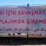 """Valilik harekete geçti, """"Suriyeliler plaja giremez"""" pankartı kaldırıldı…"""