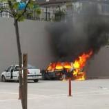 Hastane Bahçesinde Alev Alan Otomobil, Yandı Bitti, Kül Oldu, (Videolu Haber)…