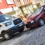 Otomobil Kaldırımda Yayalara Daldı, 1 Ağır 2 Yaralı…