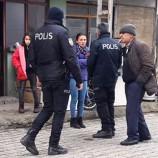 Boyabat'ta Sokakta Kalan Anne ile Kızına Devlet Sahip Çıktı…
