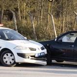 Şaka Gibi ; Araba Hırsızı, Polis Arabasına Çarptı…