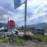 Boyabat Gökçeağaç Köyü Mevkide Feci Trafik Kazası, 3 Yaralı…