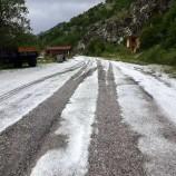 """Yaylalarda Kar Ve Dolu Yağıyor, Sınır Köy """"BOŞ"""" Köyü Dolu Vurdu…"""