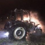 Boyabat Gökceağaç Sakız Köyünde Park Halindeki Traktör Yandı..