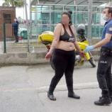 Yarı çıplak yola atlayan kadını polis kurtardı…