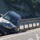 Otomobil Kontrolü Kaybetti, Orta Bariyere Girdi…