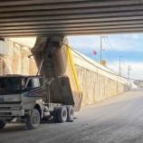 Damperi açık unutuldu, köprüye çarptı: 2 yaralı…