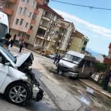Çaldığı Minibüsle Polisten Kaçarken Kaza Yaptı, Ortalık Can Pazarına Döndü…
