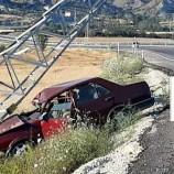 Boyabat- Taşköprü Yolunda Elektrik Direğine Çarpan Otomobil Hurdaya Döndü…
