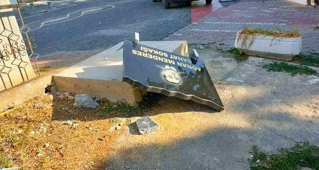 Gerze'de Merhum Başbakanın Büstüne Saldırı…