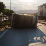 Boyabat'ta Kontrolü Kaybeden Minibüs Karşı Şeride Geçti, Faciadan Dönüldü…