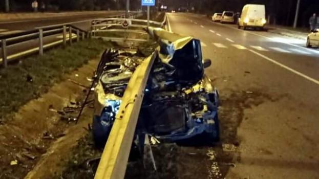 Bariyer otomobili biçti: 2 yaralı…