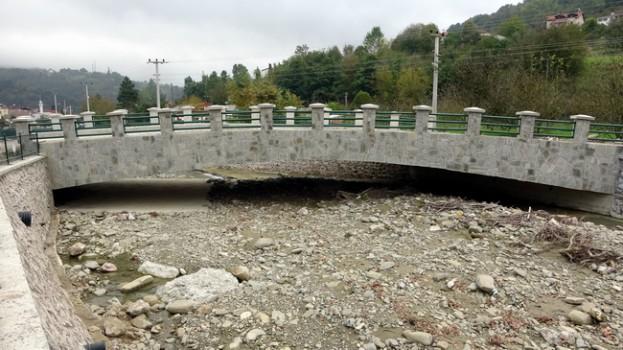 Erfelek'te felakete davetiye çıkaran köprüler…